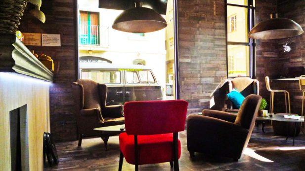 Surf House your beach cafe con mobiliario de Mister Wils. Otro proyecto más de Mister Wils, más de 4000m² de exposición y venta. Visítanos.